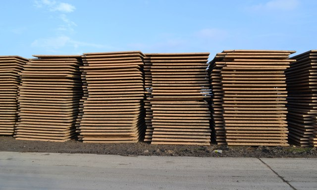 Steel road plates keep trenches safe and dry